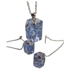 Festive blue set: epoxy resin earrings and necklaces with forget-me-nots