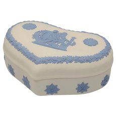 Vintage Wedgwood Jasperware Large Heart Shape Box Lavender On Cream