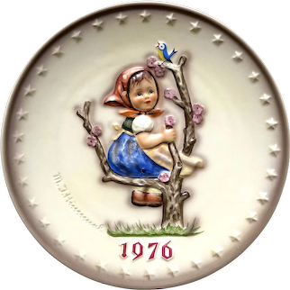 "Hummel Goebel 1976 ""apple tree girl"" Annual collectible plate"