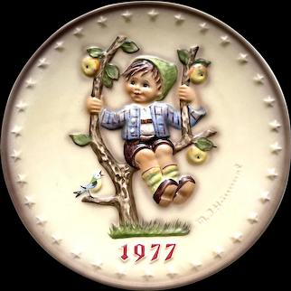 "Hummel Goebel 1977 "" apple tree boy"" Annual collectible plate"