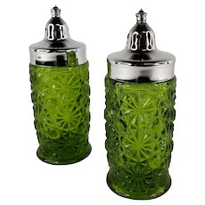 Vintage L.E. Smith DAISY and BUTTON Green Glass Salt Pepper Shakers MCM Modern
