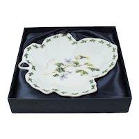 English manufactory - Bone porcelain dish - Serving plate: Dish original box - Old porcelain dishes - Leaf-shaped plate