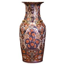 Early 20th Century Chinese Family Rose Painted Porcelain Urn with Foo Dogs and Lizards