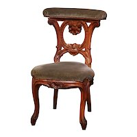 Mid-19th Century French Carved Walnut Prayer Bench or Prie-Dieu with Velvet