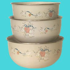 3 Metal Mixing Bowls Marmalade by International, Geese