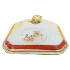 A Chinese export Covered Vegetable Dish with European Inspired Decoration, ca 1800-1810