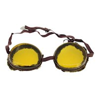 Vintage unisex goggles-one size in original box-over 60 years old