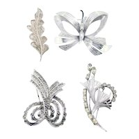 Vintage brooch bundle-4 metal brooches in classic designs (Combined weight: 39.5g)