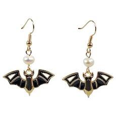 Bat-shaped Halloween Earrings - Pearl Beads and Black Enamel Earrings -  Fabulous Earrings Femme