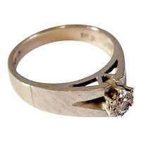 9ct Whit gold and Diamond ring