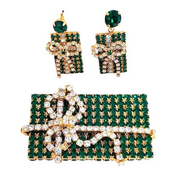 Stunning Vintage Green Rhinestone Christmas Present Pin & Earrings