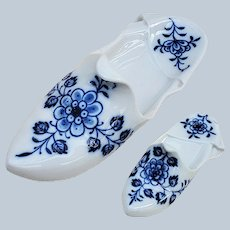 "Stunning Vintage Meissen Pre-1900 Hand Painted ""Blue Onion"" Miniature Paperweight Floral Shoe"