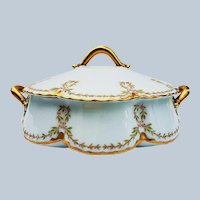 """Gorgeous Vintage Haviland & Co. Limoges France 1900 """"Holly & Berry"""" 9-3/8"""" Holiday Serving Covered Dish"""