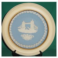 Vintage Wedgwood Jasperware Christmas Plate 1975 Tower Bridge with Wood Frame