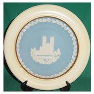 Vintage Wedgwood Jasperware Christmas Plate 1977 Westminster Abbey with Wood Frame