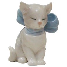 """1999 Nao by LLadro Porcelain Kitten with a Bow Titled """"Kitty Present"""""""