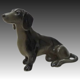 Early Metzler & Ortloff of Germany Porcelain Dachshund Dog Sitting