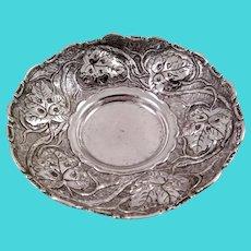 Small 900 silver dish, 3D figural