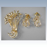 VINTAGE Golden Crystal Delight!  Beautiful Brooch and Dazzling Earrings!