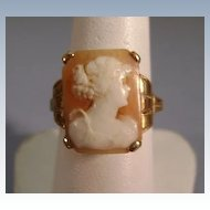 VINTAGE Shell Cameo Ring  Make in Italy  Beautiful Girl  Size 5 3/4
