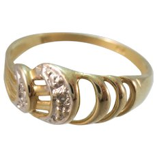 VINTAGE 10k Yellow Gold Simple Ring with Diamond Chip  Ring Size 6 Lovely!