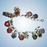 VINTAGE Fabulous 13 Enameled Europe Charms Souvenir Bracelet