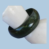 VINTAGE Dark Green Spinach Bakelite Bracelet with Yellow Streaks