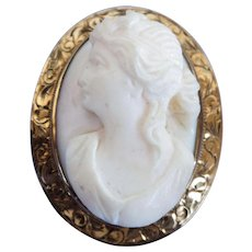 VINTAGE Italian Carved Angel Skin Coral Cameo 10K Yellow Gold