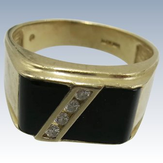VINTAGE Mans 14K Yellow Gold With Onyx and 4 Diamonds Ring  Size10 1/2