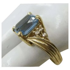 VINTAGE 14K Yellow Gold Blue Topaz Ring   Size 6 3/4