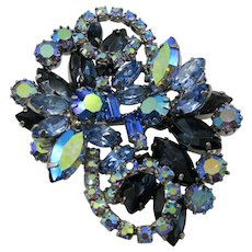 VINTAGE 60's Great in Costume Jewelry Beautiful Blue Brooch