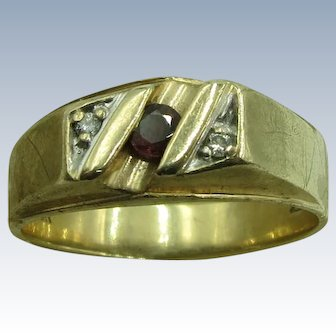 VINTAGE 10K Yellow Gold Ring with 2 diamonds and Garnet  Size 12 2/3