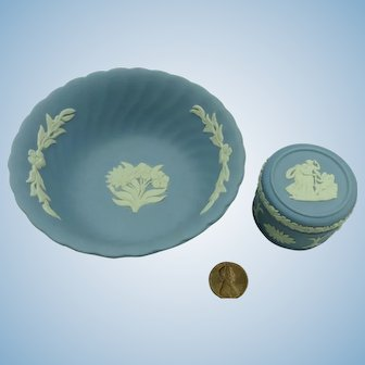 VINTAGE 2  Pieces of Wedgwood  A very small box 1  1/2  Inch across and a 3 3/4 inch bowl