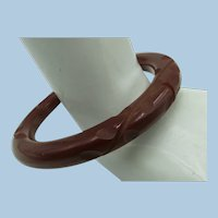 VINTAGE Chocolate Bakelite Hand-carved Bracelet