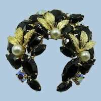 VINTAGE  Black and Gold with Pearls Lovely Unsigned Beauty Brooch