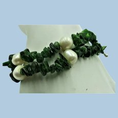 VINTAGE Pear Green Serpentine  and Fresh Water Pearls Bracelet  7 1/2 Inch Length