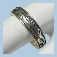 VINTAGE Small Engraved Sterling Band with Leaves Twining  Size 9