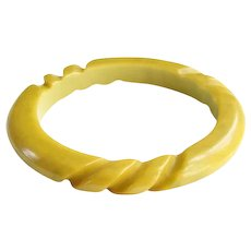 Vintage Carved Bakelite Bangle Bracelet Mustard Yellow Green Marble Tested