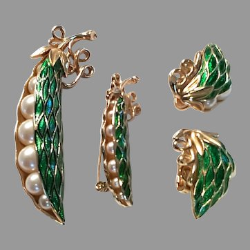TRIFARI Peas in Pod Earrings and Brooch Simulated Faux Pearl Peas with BONUS pin (unsigned bonus pin)