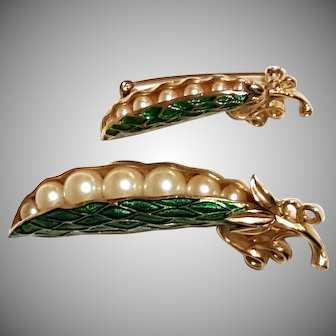 TRIFARI Peas in Pod Brooch Green Enamel with Faux-Pearl Peas with BONUS pin