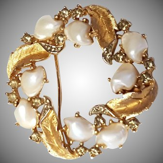 TRIFARI Sorrento Circle Pin/Brooch Baby Tooth Faux Pearl & Faux Black Diamond
