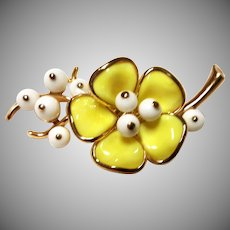 SPRING Yellow Flowers Trifari Poured GLASS Brooch Pin Excellent
