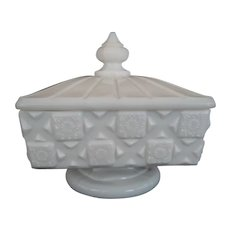Westmoreland Old Quilt Footed Covered Dish