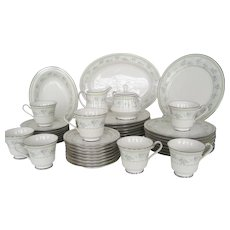 "44 Piece Set Noritake ""Delight"" Dinnerware"