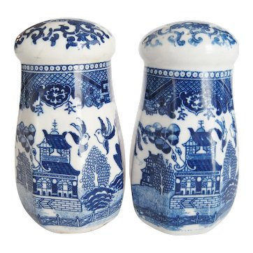 """Blue Willow 5 1/2"""" Shakers/Muffineers - Made in Japan"""