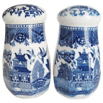"Blue Willow 5 1/2"" Shakers/Muffineers - Made in Japan"