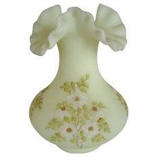 """Fenton Daisies on Custard Satin 7"""" Vase"""