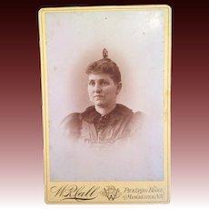 Victorian Cabinet Card Carte de Viste of a woman