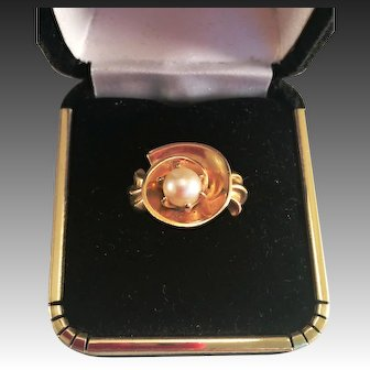 14kt Yellow Gold Ring with single Pearl
