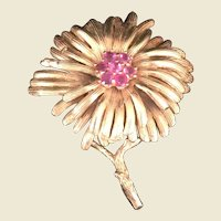 14Kt yellow gold flower pin with pink stones